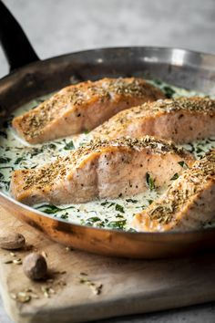 Salmon with cream and spinach - K for Katrine Salmon Recipes, Fish Recipes, Seafood Recipes, Great Recipes, Vegetarian Recipes, Healthy Recipes, Fish And Meat, Fish And Seafood, Confort Food