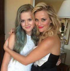 Reese Witherspoon and daughter (twins!)