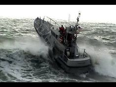▶ Coast Guard vs Rough Seas... Checto Bar - YouTube ML: years ago I saw a documentary about this kind of boat and it's crew... they Rock with a big R!