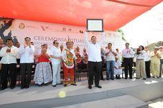 El Gobernador de Veracruz, Javier Duarte de Ochoa, recibió el diploma que otorgó la UNESCO a la Ceremonia Ritual de los Voladores de Papantla como Patrimonio Cultural Inmaterial de la Humanidad.