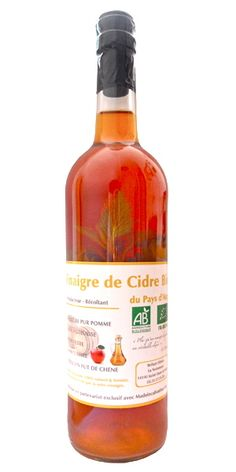 Vinaigre de cidre bio à l'ortie sauvage non pasteurisé non filtré vieilli en fûts de chêne centenaires pendant plus de 2 ans.