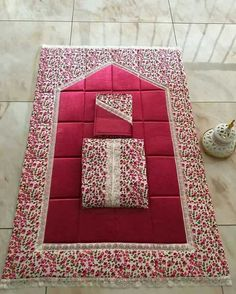This Pin was discovered by Hif Ramadan Crafts, Ramadan Decorations, Islamic Prayer, Islamic Gifts, Fru Fru, Baby Sewing Projects, Prayer Room, Hand Art, Love Sewing