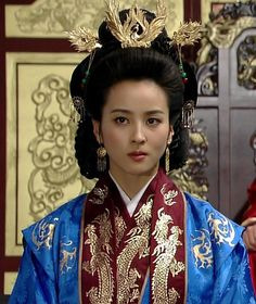 Jumong Traditional Hairstyle, Korean Traditional Dress, Traditional Fashion, Traditional Dresses, Korean Hanbok, Korean Dress, Imperial Clothing, Orientation Outfit, Historical Hairstyles