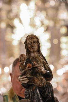 lichterprozession-patrozinium-mariazell-c2a9-anna-maria-scherfler-2877 Statue, Buddha, Blog, Anna, War, Tips, Blogging, Sculptures, Sculpture