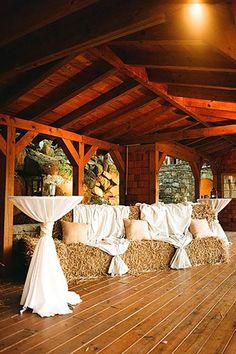33 Romantic Barn Wedding Decorations