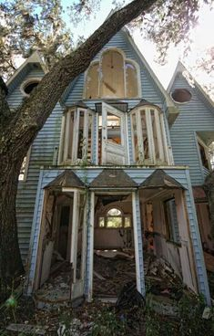 PHOTOS: An Abandoned Treehouse Mansion You Won't Stop Looking At