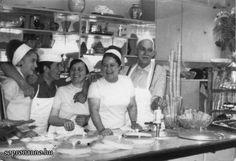 A Hoffmann cukrászda. Jobbról: Hoffmann Ödön, azaz Édi bácsi cukrász mester, mellette felesége: Ilonka néni, Julika, felszolgáló és pultos, Németh László, Lacus cukrászsegéd, Marika, felszolgáló és pultos. A kép 1968-ban készült, fotós ismeretlen.
