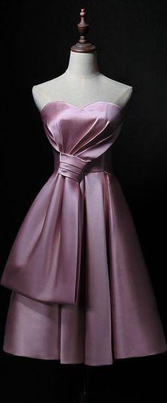 robe de soirée rose courte pour mariage bustier coeur avec noeud Mode Rose, Bustier, Victorian, Dresses, Fashion, Bun Hair, Pink Evening Dress, Trendy Dresses, Chic Dress