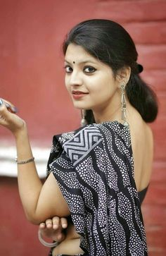 Attractive Saree Image Gallery of Indian Women