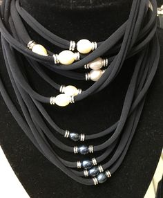 Stretchy choker necklaces
