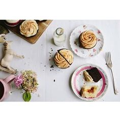 Beautiful Mama Lou from @sunnyandscout is pregnant with her 4th bundle of joy, so we decided that required cupcake spoils to be delivered to her front door. Stat! She promptly put on an afternoon tea for herself, & her delicious daughter Scout. Please exc