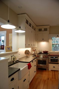 Santa cruz craftsman arts and crafts bungalow kitchen for 1920s kitchen remodel