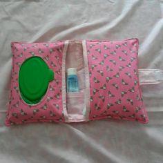 Porta lenços umedecidos, pomada e fraldas