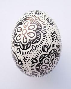 """Képtalálat a következőre: """"easter egg zentangle"""" Easter Arts And Crafts, Easter Egg Crafts, Spring Projects, Spring Crafts, Tie Dyed Easter Eggs, Ukrainian Easter Eggs, Zentangle Patterns, Zentangles, Egg Art"""