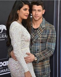 Nick Jonas Steal A Kiss From Priyanka Chopra & Leave Her Blushing During The Epic Performance At Billboard Music Awards 2019 - HungryBoo Bollywood Memes, Bollywood Actors, Nick Jonas Concert, Priyanka Chopra Images, Danielle Jonas, Billboard Music Awards, Jonas Brothers, Beautiful Indian Actress, Celebrity Couples