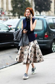 Le Fashion Blog 15 Ways To Wear Floral Prints Taylor Tomasi Hill Street Style Print Midi Skirt Platform Sneakers Via A Love Is Blind photo 15-Ways-To-Wear-Floral-Prints-Taylor-Tomasi-Hill-Street-Style-Print-Midi-Skirt-Platform-Sneakers-Via-A-Love-Is-Blind.jpg