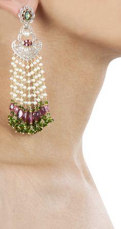 ~ Living a Beautiful Life ~ Waterfall earrings with tourmaline by Amrapali - ep Amarpali Jewellery, Tassel Jewelry, India Jewelry, Jewelery, Fine Jewelry, Big Earrings, Beaded Earrings, Diamond Earrings, Mehendi