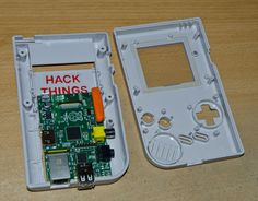 Raspberry PI in a Boy Case. Want handheld PC for yourself? All you need to do is put in a Pi computer within the old school Game Boy. Pi Computer, Computer Engineering, Technology Gifts, Technology Hacks, Old Nintendo Games, Raspberry Computer, Raspberry Projects, Build A Pc, School Computers
