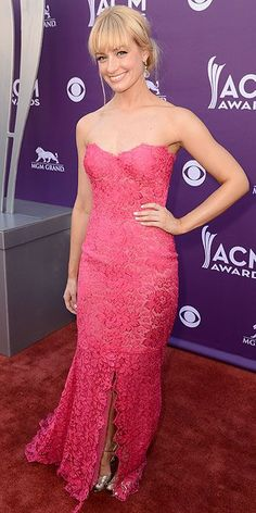 Beth Behrs at the 2013 ACM Awards event Two Broke Girl, Beth Behrs, Country Music Awards, Famous Women, Red Carpet Fashion, Star Fashion, Fashion Trends, Dream Dress, Pretty Dresses
