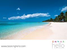 """VIAJES DE LUNA DE MIEL. Playa Juanillo en República Dominicana, es uno de esos pequeños espacios llenos de encanto que está considerado por la UNESCO, como una de las mejores playas del mundo. En Booking Hello te recordamos que puedes elegir alguno de nuestros packs todo incluido, para hospedarte en los resorts Catalonia de esta bella isla y conocer por qué es el destino favorito de los """"lunamieleros"""". #viajedelunademiel"""