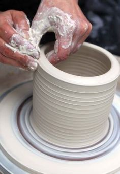Throwing on the potters Wheel Throwing Clay, Wheel Throwing, Clay Center, Pottery Workshop, Pottery Classes, Creative Workshop, Pottery Sculpture, Crafts Beautiful, The Potter's Wheel