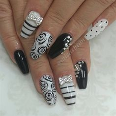 Black and white by MisAshton from Nail Art Gallery