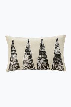Tyynynpäällinen napakkaa, harvahkoa, pestyä ja eläväpintaista puuvillaa… Textile Prints, Textiles, Objects, Cushions, Stripes, Throw Pillows, Sewing, Fabric, Diy