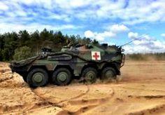 25-Jun-2014 11:33 - GEPANTSERD NAAR HET ZIEKENHUIS. Hij weegt 35 ton, is 8 meter lang en heeft een topsnelheid van ruim 100 kilometer per uur: de Boxer, de nieuwe ambulance van het Nederlandse leger. Vandaag worden de eerste drie exemplaren van deze zwaar gepantserde voertuigen overhandigd aan de 13e geneeskundige compagnie op de legerbasis in Oirschot. De landmacht krijgt de komende jaren in totaal tweehonderd stuks van het pantservoertuig. Totale kosten van de ontwikkeling en de...