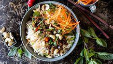Enkel asiatisk-inspirert nudelbowl med kjøttdeig Mince Meat, Noodle Bowls, Health Problems, Meatloaf, Japchae, Wok, Ground Beef, Food To Make, Dinner Recipes