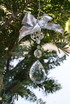 DIY crystal ornaments - love this idea!  this reminds me of the chandelier in our dining room at the Old Home Place....love love love