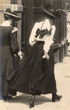 Return of the Edwardian sartorialist – Sambourne's Kensington street style Kensington Street, Kensington London, Edwardian Era, Edwardian Fashion, Vintage Fashion, 1900s Fashion, Victorian Ladies, Edwardian Dress, Gothic Fashion