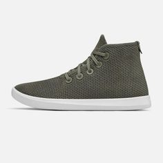 Tree Toppers for men are basketball-style casual high-tops, breathable, and constructed from sustainable and recycled materials. Allbirds keep your feet comfy during your everyday adventures. Tree Toppers are destined to be a comfy, close companion. Bird Shoes, Allbirds Shoes, Top Shoes, World's Most Comfortable Shoes, Comfy Shoes, How To Make Shoes, Tree Toppers, High Tops, High Top Sneakers