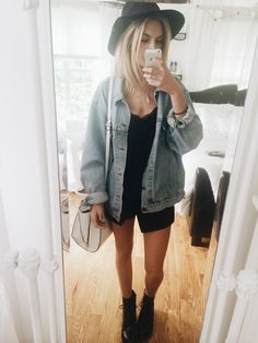 So this is todays outfit! Its a bit chilly today so Topshop skort, H&M cami, Brandy Melville jean jacket, Tjmaxx boots, F21 hat ☺️ Love you guys!