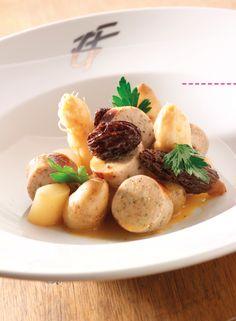 Witte pensen met asperges en morilles http://njam.tv/recepten/witte-pensen-met-asperges-en-morilles