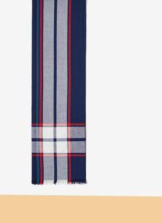 Pañuelo azul con cuadro escocés