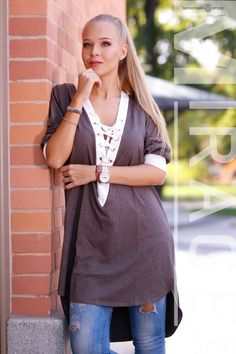Csoki barna - fehér színű , hátul hosszított, csinos tunika. 11.990 Ft Lily, Sweaters, Fashion, Tunic, Moda, Fashion Styles, Orchids, Sweater, Fashion Illustrations