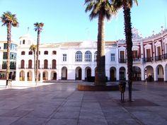 La plaza y el alcalde