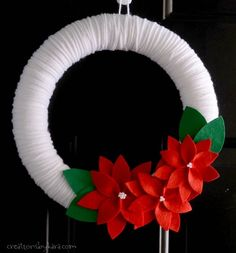 How to make a gorgeous Poinsettia Yarn Christmas Wreath