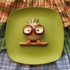 """Davis Vision – This Nerdy Owl with Glasses it too cute to pass up! The """"glasses"""" are made of apples, which can help ease some of the effects of poor eyesight and prevent it from worsening. Apples also contain a considerable amount of both vitamin A and vitamin C, which help treat night blindness. #recipe"""