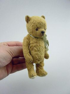 Let Me Be your Teddy Bear is a a sweet old thing made in Viscose and needs to be hand sewn.   Approx 14 cm , 5 1/2 approx tall.  He has been designed by myself Esther Pepper Australian Bear artist for the past 20 years. Bear making experience required. If you never ever made a bear before instructions might not be clear enough :-(  - System Requirements - I will e mail you this pattern with 24 hours from payment to your paypal e mail. The pattern will be a( pdf.)file and will open in your…
