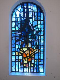 stained glass Stained Glass Rose, Stained Glass Church, Modern Stained Glass, Stained Glass Paint, Stained Glass Designs, Stained Glass Panels, Stained Glass Projects, Stained Glass Patterns, Leaded Glass