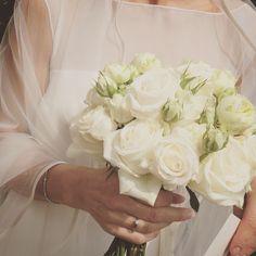 Bride bouquet of White roses. www.fiordifragolastyle.com