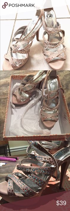 Blush stiletto heels crystal embellish nude 8.5 Gorgeous crystal embellished stilettos pumps in blush nude color. Super cute... Like new worn a few times! Gianni Bini Shoes Heels