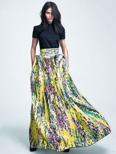 Today we are falling head over heels for this floral ensemble. This painterly printed maxi teamed up with a simple black twill top evokes the most gorgeous contrast. At Living in Light we love a powerful print and there is no denying the absolute beauty of this show stopping skirt. This outfit certainly teaches us how to contrast correctly. Why not give it a go? Love...Light...Liberty x #lookoftheday #love #stylish #contrasting #lotd Photography Credit: Fashion Gone Rogue.