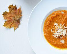 Zupa krem z dyni i marchewki z cynamonem, imbirem, kurkumą i curry to doskonała opcja na jesienno-zimowe obiady lub kolacje....
