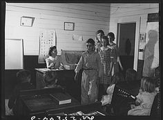 Rural school children coming into class as the teacher rings the bell. Old School Pictures, School Children, Time Travel, The Past, Texas, Teacher, History, Rings, Professor