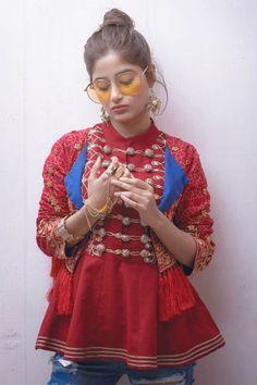 Rang Ja Formal Collection 2018 For Stylish Girls Simple Pakistani Dresses, Pakistani Fashion Casual, Pakistani Bridal Wear, Pakistani Dress Design, Pakistani Outfits, Indian Outfits, Indian Fashion, Stylish Dresses For Girls, Funky Dresses