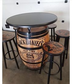 57 ideas for farmhouse table industrial diy projects Wine Barrel Furniture, Bar Furniture, Wine Barrel Table, Wine Barrels, Custom Furniture, Barrel Projects, Wood Projects, Diy Projects For Men, Tonneau Bar