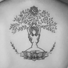If you walk into a tattoo studio, you can easily see that there are virtually no limits to tattoo designs. Tattoo Drawings, Body Art Tattoos, Sleeve Tattoos, Tatoos, Tattoo Life, Tree Of Life Tattoos, Mutter Erde Tattoo, Natur Tattoos, Muster Tattoos