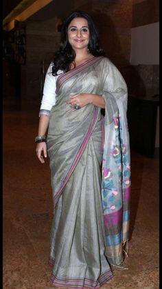 Vidya Balan in Grey Cotton Jamdani Saree Simple Sarees, Trendy Sarees, Bollywood Saree, Indian Bollywood, Bollywood News, Bollywood Actress, Ethnic Sarees, Indian Sarees, Indian Blouse